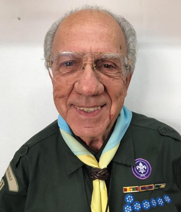 Foto do chefe Raul Sartori Lima sorrindo